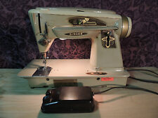 VINTAGE  SINGER 503A SEWING MACHINE POWERS ON, NOT TESTED WITH FABRIC NICE!!!