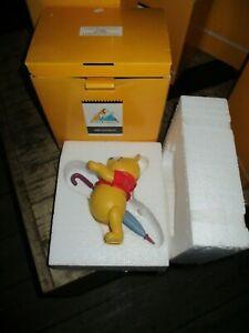 Démons&merveilles-Disney-Statuette Winnie l ourson au parapluie-Neuve-2004