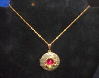 """Woman's Vintage Gold Tone Crystal Round Locket Pendant Necklace 21"""" Chain 12 G"""