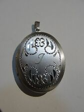AUTHENTIC VINTAGE BEAU STERLING SILVER FLOWER ENGRAVED OVAL LOCKET