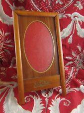 ancien cadre porte photo a poser en bois clair vitré medaillon vers 1930