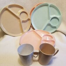 Vintage picnic plastic Tucker Products Corp Leominster Mass 2 cups 7 plates