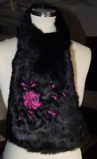 écharpe en fourrure de lapin colorie noir, fleur brodée 129,5 cm x 18 cm