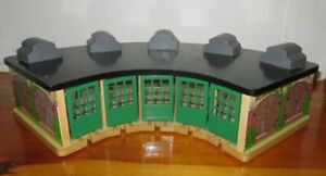 BRIO Thomas Tidmouth Wooden Train Railroad Roundhouse engine shed