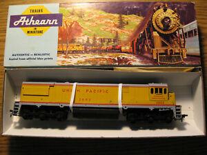 NOS Athearn 3432 GE U28C dummy HO locomotive Union Pacific UP #2802 bluebox