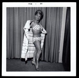 BODACIOUS TATAS FAMOUS MILF HOUSEWIFE WOMAN in KINKY BIKINI ~ 1964 VINTAGE PHOTO