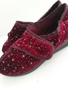 Ladies Maroon Pattern Slippers Sticky Strap Rubber Soles Size 4 Lounge Indoor