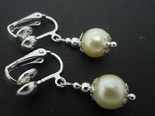A PAIR OF SHORT IVORY COLOUR GLASS   PEARL  CLIP ON EARRINGS. NEW. 8MM.