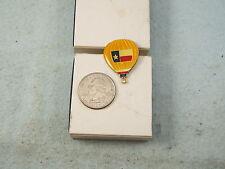 HOT AIR BALLOON PIN YELLOW BALLOON WITH TEXAS FLAG