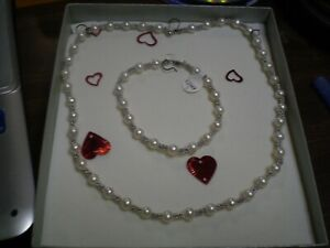 14K White Gold Ladies Pearl Necklace & Bracelet Set        26.0 grams