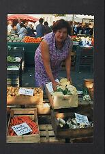 PITHIVIERS (45) MARCHANDE de LEGUMES au Marché en 1996