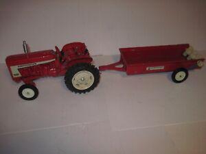 "International Harvester Farm Toy Tractor ""606"" with spreader 1/16 Ertl"