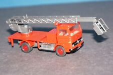 KV2884 Feuerwehr OVP Hebebühne Gerätewg Herpa 1//87 047869 MB Atego Koffer m