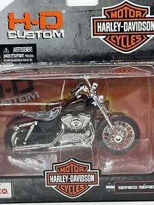 Maisto Motorcycles 1:18 Harley Davidson Series 31 2012 XL 1200V Seventy-Two
