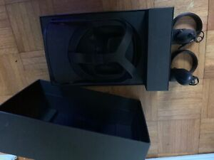 oculus quest, lightly used, good condition, stand alone or used with a PC