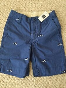 NWT Gap boys size 4 regular Medium Blue flat front shorts with embroidered Waves