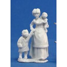 RPG Miniatures Reaper Minis Dark Heaven Bones: Townsfolk: Mom & Kids