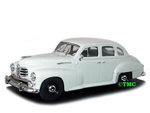 Opel Kapitän   1951-1953  grau    /  Minichamps  1:43