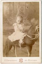 Moscou, fillette sur un cheval de bois, ca.1880, Vintage albumen print vintage a