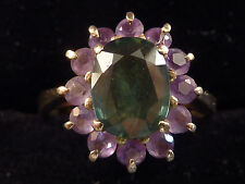9ct GOLD GREEN PERIDOT AND AMETHYST RING. UK M  US 6.25
