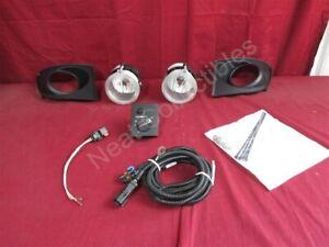 NOS OEM Volkswagen Routan Fog Light Kit 2009 - 14