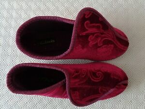 LADIES SLIPPERS SIZE 7 NEW. BOOTIE STYLE WITH PUSH TOGETHER FASTENING BY CLARKS