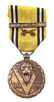 WWII BELGIUM COMMEMORATIVE MEDAL WITH SWORDS AND CAMPAGNE  BAR MANCHE