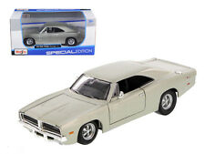 1969 Dodge Charger R/T Hemi Silver 1:25 Diecast Model - 31256s *