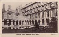 RICHMOND (Surrey) :  Fountain Court,Hampton Court Palace RP-GALE&POLDEN
