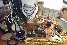 Job Lot Beautiful Vintage Jewellery Brooches Necklaces Bangle Bracelet Pendant