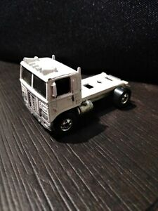 VHTF Rare 1972 Hot Wheels Moving On white Semi Flatbed Great American Truck Race