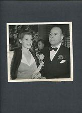 RITA HAYWORTH SUED BY FIRST HUSBAND - 1943 CANDID NEWS PHOTO