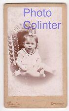 Bébé / petite fille sur une chaise Henri II- ravissante Photo CDV Paulus Epernay
