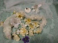 lot==accessoires poupées ,pour chapeau grand lot ,de fleurs et du voile etc....