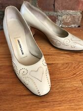 Saks Fifth Avenue Vintage cream leather pumps womens size 7