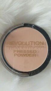 Makeup Revolution Pressed Powder 7,5 gr - Porcelain Soft Pink + Sponge + Mirror