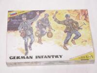 1/35 Zvezda WW2 German Infantry Soldiers 3 Figures & Weapons Plastic Model Kit
