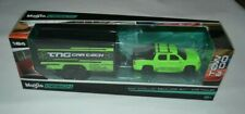MAISTO DESIGN TOW & GO 2007 CADILLAC ESCALADE EXT GREEN / CAR TRAILER