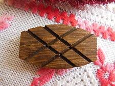 Grand bouton ancien en bois  ciselé fort relief ovale 2,1 sur 3,5 cm D17F