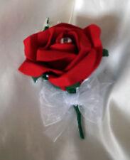 Fleurs, pétales et guirlandes rouges roses sans marque pour le mariage