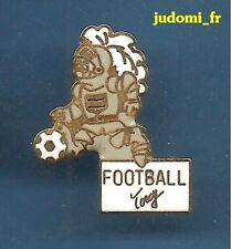 Pin's pin TORCY Seine et Marne FOOTBALL Armure medievale (ref 011)