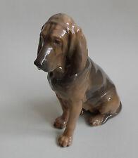 Royal Copenhagen. Figure en porcelaine Bloodhound female Lauritz Jensen, XXe