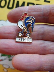 Pins pin's F.F.P.J.P. Fédération Française de Pétanque et Jeu Provençal coq bleu