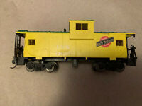 Ho Scale Chicago & North Western CNW 11052 Caboose Pre-Owned