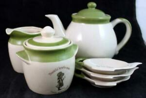 Holly Hobbie COUNTRY LIVING 5 Piece Assortment Green Band Tea GREAT CONDITION
