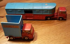 """2 CORGI TOYS """"CHIPPERFIELDS CIRCUS"""" BEDFORD TRACTOR UNIT + ARTICULATED HORSE BOX"""