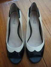 WOMEN'S SUPERSOFT BY DIANA FERRARI IVORY & BLACK LEATHER HEEL SHOES - SIZE 8C