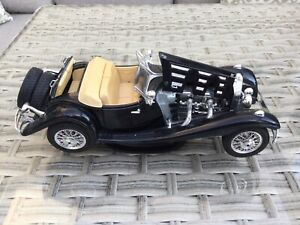 Burago-1/18 Scale-Mercedes Benz 500K Roadster (1936)-unboxed