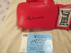MUHAMMAD ALI SIGNED BOXING GLOVE ONLINE AUTHENTICS SIGNED 8/8-01. 100% AUTHENTIC