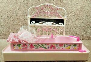 Vintage 1995 Mattel Barbie Doll Double Fun Furniture Bath Tub Bed & Accessories